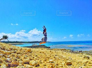 砂浜ジャンプの写真・画像素材[2232022]