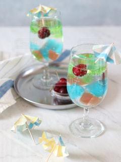 テーブル ワインのグラスの写真・画像素材[1271759]