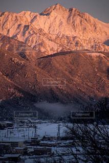 迫り来る山の写真・画像素材[1113050]