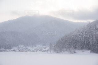 雪と田舎の写真・画像素材[1113088]