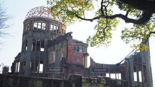 原爆ドームと木の写真・画像素材[1094142]