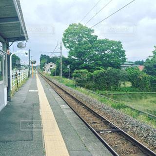 夏の無人駅の写真・画像素材[1096147]