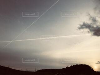 飛行機雲が重なっての写真・画像素材[1126877]