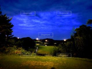 夜のゴルフ場の写真・画像素材[1096617]