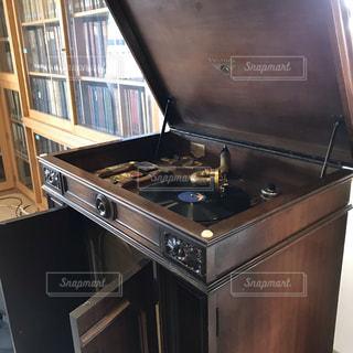 初めて見る蓄音機の写真・画像素材[2776850]