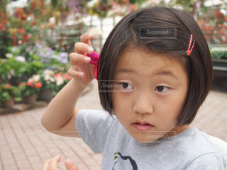 花の髪飾りの写真・画像素材[2777159]