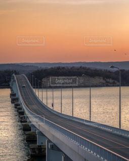 夕暮れの橋の写真・画像素材[1097830]
