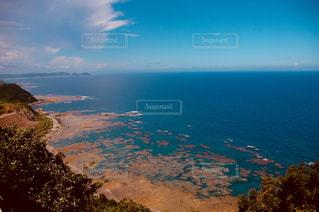 青い海・青い空の写真・画像素材[1099421]
