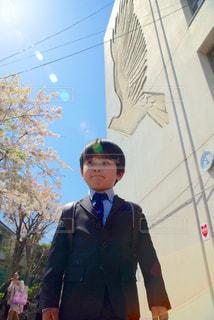 スーツとネクタイを身に着けている男の写真・画像素材[1103256]