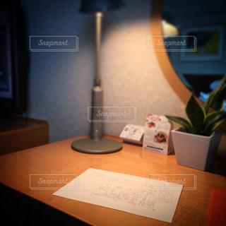 ホテルのデスクの写真・画像素材[1098488]