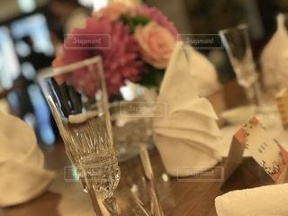 近くのテーブルにケーキとまな板の - No.1139523