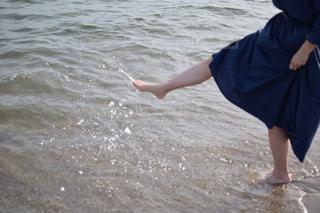 海で遊ぶ少女の写真・画像素材[1206383]