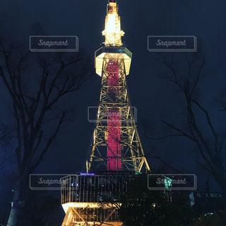 クロック タワーは夜ライトアップの写真・画像素材[1099221]