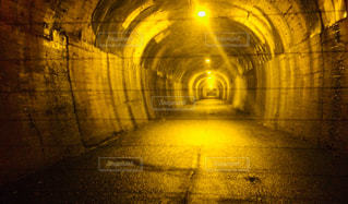 不気味なトンネルの写真・画像素材[1109190]
