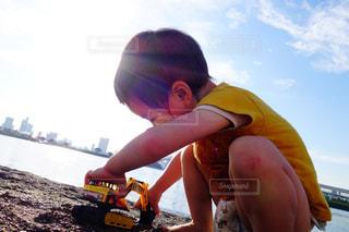 お台場海浜公園で遊ぶ男の子の写真・画像素材[1205307]