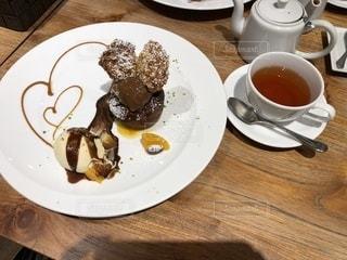 食品とコーヒーのカップのプレートの写真・画像素材[1101622]