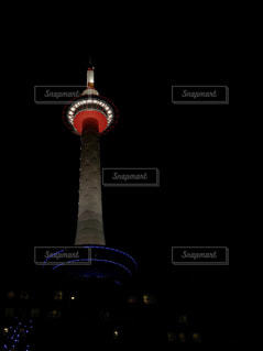 夜の京都タワーの写真・画像素材[1109485]