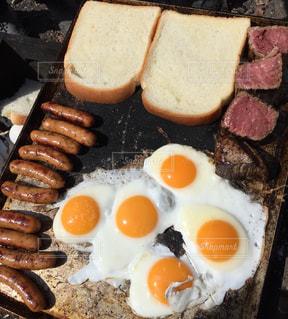 外で食らう朝飯の写真・画像素材[1101743]