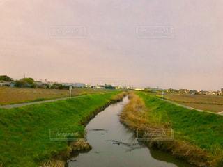 夕方の深作川の写真・画像素材[1109120]
