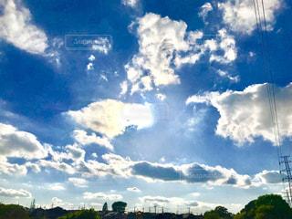 青空と白い雲の写真・画像素材[1134802]