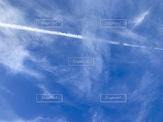 ひこうき雲の写真・画像素材[1210107]