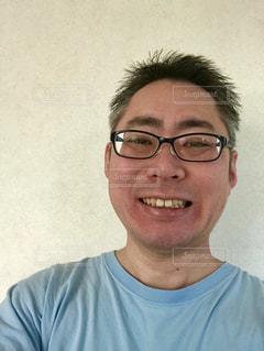 笑顔のメガネのおじさん。の写真・画像素材[1708903]