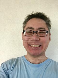 笑顔のメガネのおじさん。の写真・画像素材[1708904]