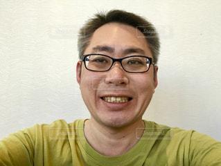 笑顔のメガネのおじさん。の写真・画像素材[1711683]