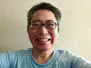 笑顔のメガネの男。の写真・画像素材[1751596]