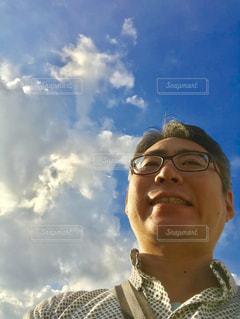 青空と自撮り。の写真・画像素材[2420132]