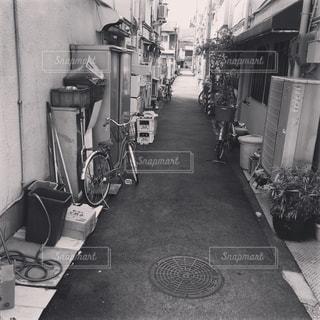 建物の白と黒の写真の写真・画像素材[1102426]