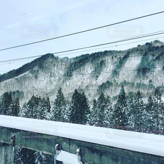 車窓からの雪景色の写真・画像素材[1102483]