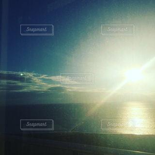 海に沈む夕陽の写真・画像素材[1102484]