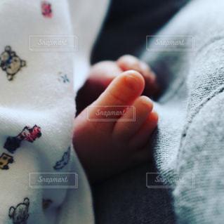 生まれたての赤ちゃんの足 - No.1103351