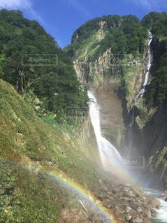 滝と二重の虹の写真・画像素材[1104051]