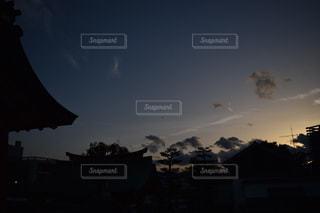 暗い空の写真・画像素材[1155606]
