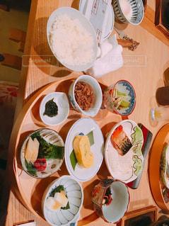 旅館での夕食の写真・画像素材[1103762]