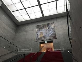 兵庫県立美術館 館内 レッドカーペットの写真・画像素材[1366909]