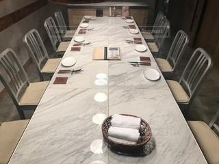ダイニング ルームのテーブルの写真・画像素材[1696938]