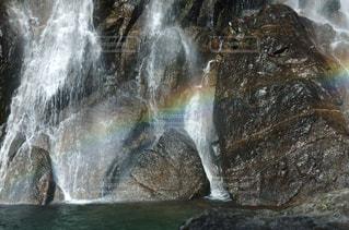 滝に虹がかかるの写真・画像素材[1105724]