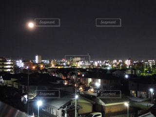 夜の街の景色の写真・画像素材[1108165]