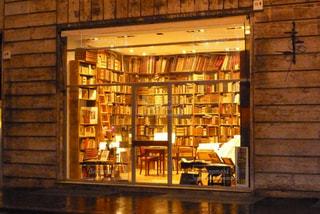 イタリアのおしゃれな本屋の写真・画像素材[1110400]
