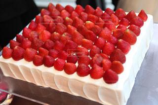 イチゴのウェディングケーキの写真・画像素材[1110405]