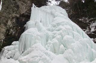凍結した御嶽山清滝の写真・画像素材[1129649]