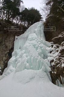 凍結した木曽御嶽山清滝の写真・画像素材[1129651]