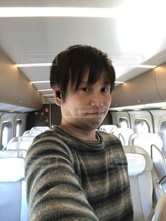 新幹線の中でセルフィーの写真・画像素材[1120172]