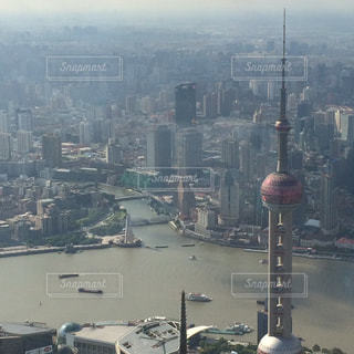 上海タワーから見る上海タワーと街並みの写真・画像素材[1104362]