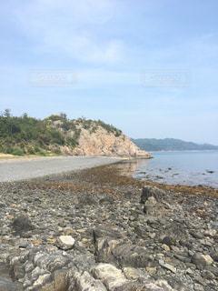 岩場のある海岸の写真・画像素材[1157711]