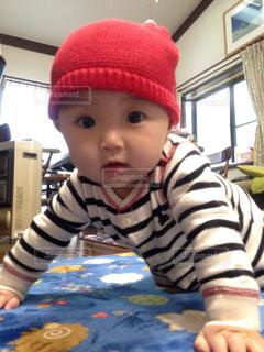 帽子をかぶった小さな男の子の写真・画像素材[1107336]