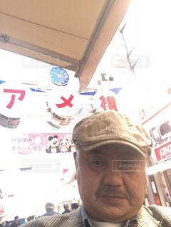 帽子をかぶった男の写真・画像素材[1106928]